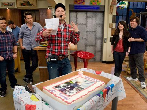 Miranda Cosgrove's Birthday on the iCarly Set!
