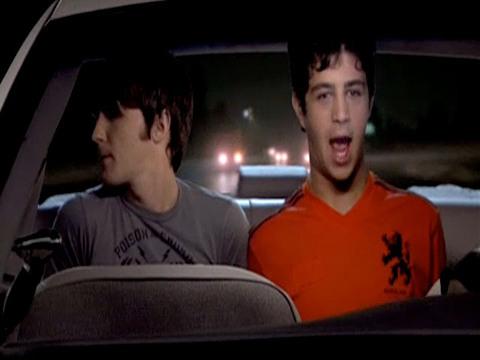 DRAKE & JOSH | S4 | Episódio 414 | Drake & Josh - Entrando na Linha