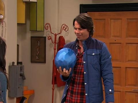 "iCarly: ""iFind Spencer Friends: Bowling Buddies"""