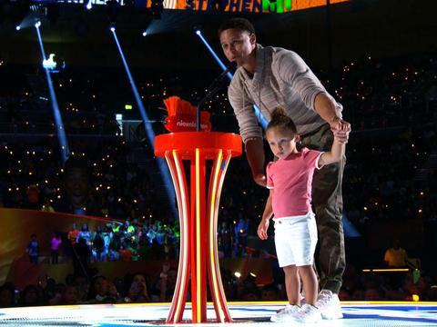 "Kids' Choice Sports 2015: ""Stephen Curry Wins Best Male Athlete!"""