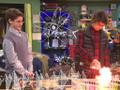 Max utilizando un set de química puede llegar a ser... ¡explosivo!