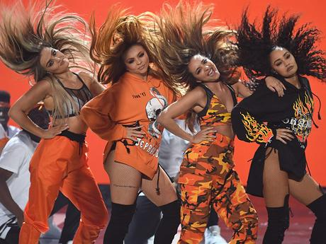 "2017 KCA - Little Mix uppträder med ""Touch and Shout Out to My Ex"""