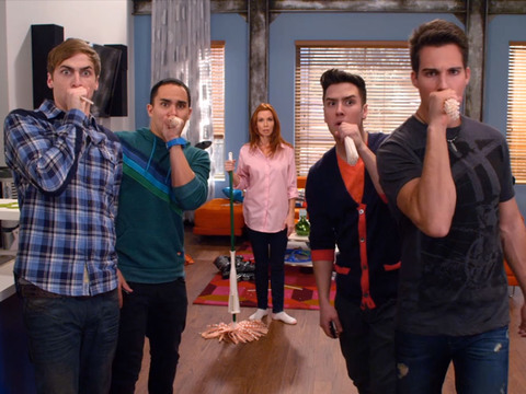 BIG TIME RUSH | S4 | Episódio 401 | Big Time Rush - A Invasão