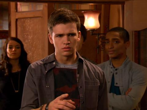 "House of Anubis: ""House of Arrivals/House of Presents"""