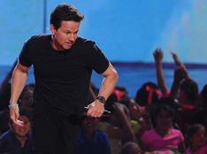 Los momentos más asombrosos de Mark Wahlberg en los KCA