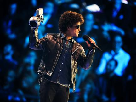 #TBT: Bruno Mars Feels the EMAs Love