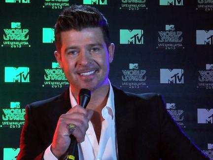 Robin Thicke Talks EMAs