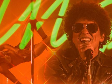 Did a Pole Dancer Upstage Bruno Mars's 2013 EMA Performance?