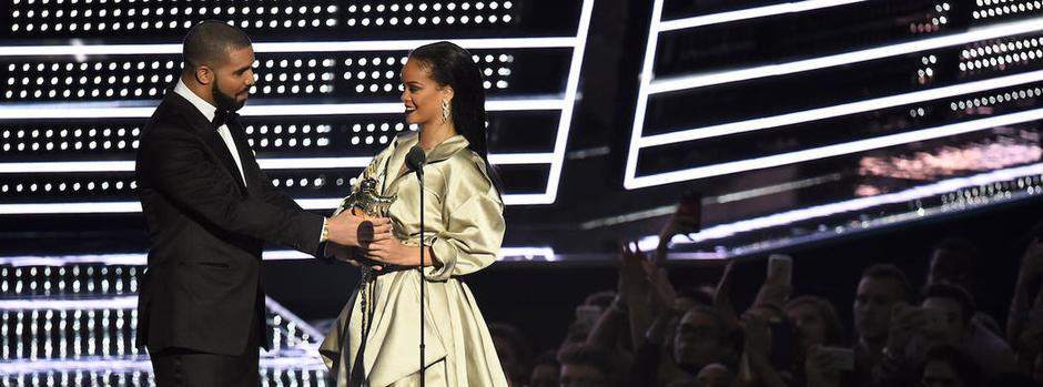 10 Unforgettable VMA Moments