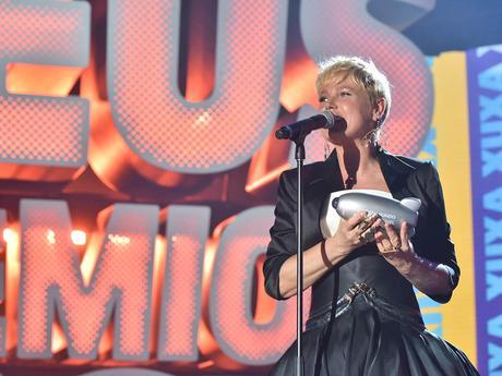 Xuxa ganha prêmio Ajude Seu Mundo!