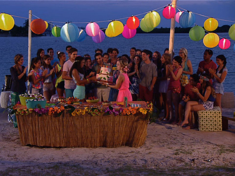 Every Witch Way | Short | Praia e Feitiços