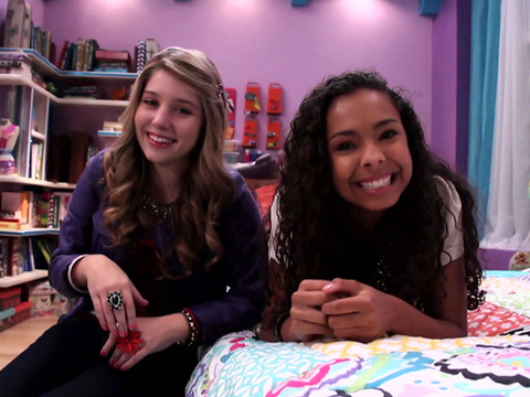 Every Witch Way | Short | Invadindo o Quarto da Emma