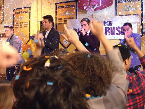 Big Time Rush | Short | Cantando em festa de formatura