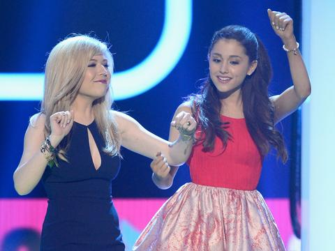 Ariana & Jennette's Perfect Poses!