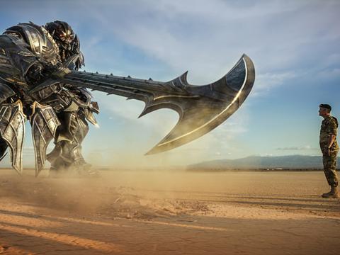 """Orange Carpet: """"Transformers: O Último Cavaleiro"""""""