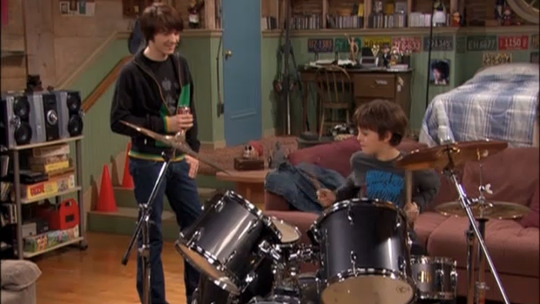 drakeandjosh newteacher Source  Mtvnimages. 12 awesome TV bedrooms we all wanted to sleep in   The Daily Edge