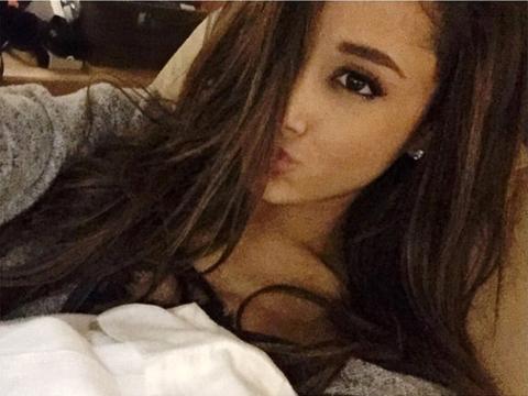 Ariana Grande lecserélte a cicafüleket!