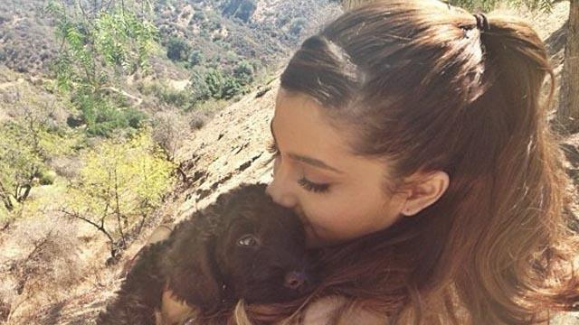 Ariana Grande csak nevet a balesetén