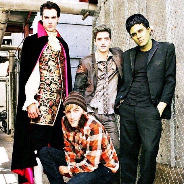 A Big Time Rush csapata vámpírnak öltözött