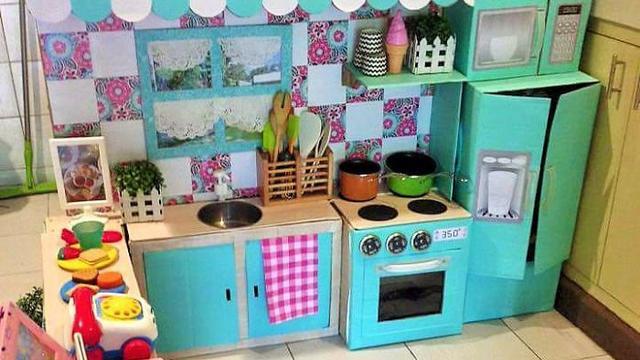 Így készíts kartondobozokból gyerekkonyhát!