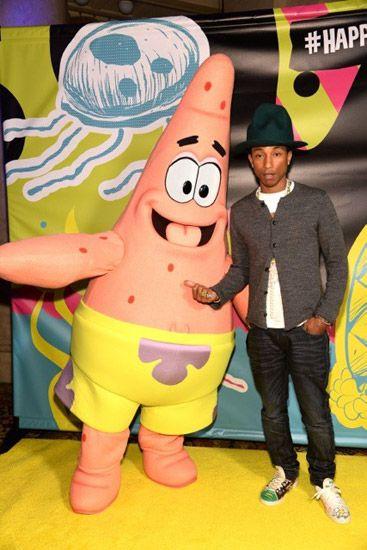 Pharrell Patrikkal pózol