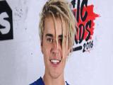Uau! O Justin Bieber tem um look novo