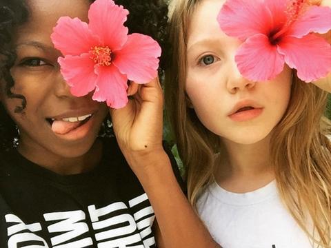 Riele Downs e Ella Anderson: 15 Momentos de Amizade Perfeita