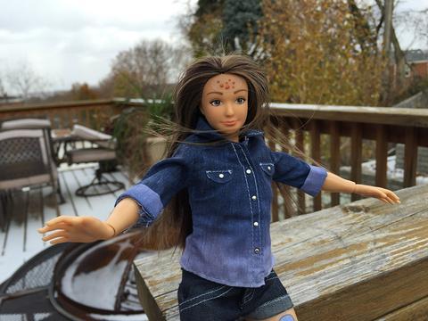 """Adio, Barbie! A apărut păpuşa """"normală"""""""