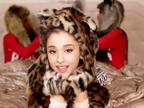 10 reazioni di Ariana Grande al Natale