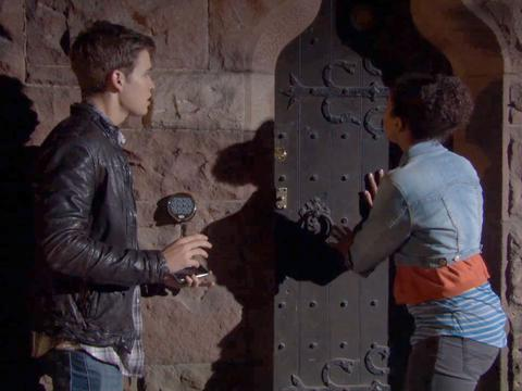 """House of Anubis: """"House of Revelations: Breaking and Entering"""""""