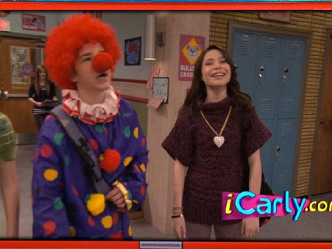 "iCarly: ""iTwins: Freddie the Gullible Clown"""