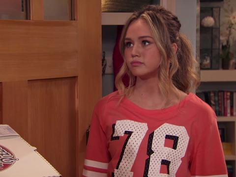 "Bella and the Bulldogs: ""Girls' Night: Zach's Apology"""