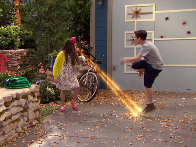 The Thundermans | Short | Brincando com laser