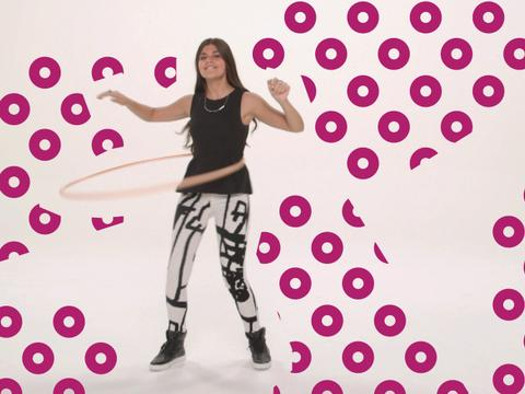 Can Amber Montana hula-hoop for 30 seconds?