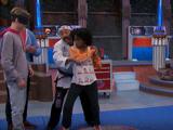 Charlotte aprende a luchar - Henry Danger