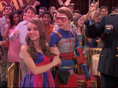 Henry lleva dos chicas al baile - Henry Danger