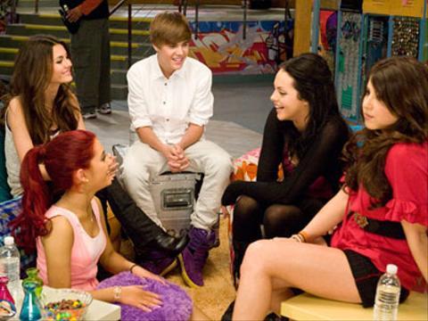 Victorious: Victoria Justice y sus compañeros con Justine Bieber