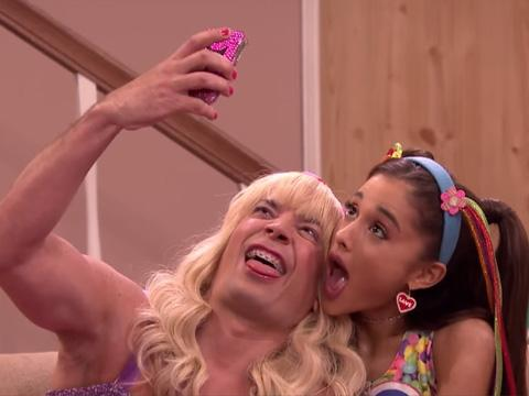 Ariana Grande komikusnak állt!