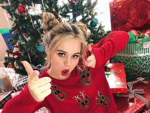 Așa a așteptat Crăciunul Bella (Brec Bassinger) starul din Bella și Buldogii