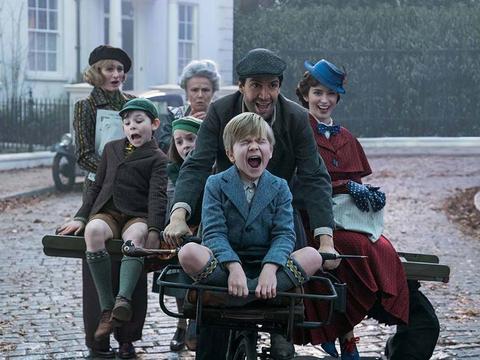 Mary Poppins revine