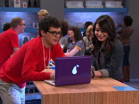 iCarly: iPear Store
