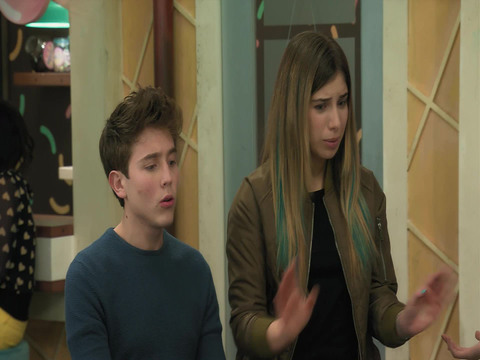 Noobees | Short | ¿Qué piensas del amor de Silvia y David?