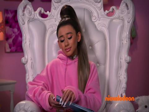 Todo Eso | Short | Ariana Grande y La guerra de los paraguas