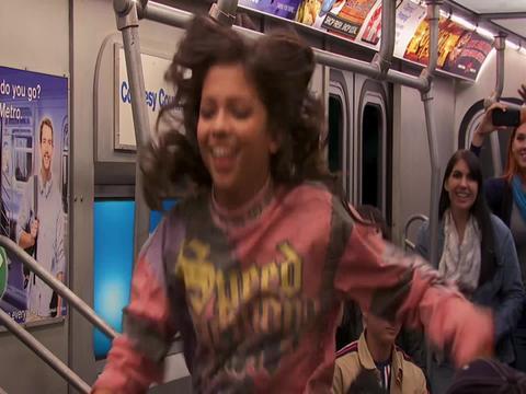 Baile en el metro - Game Shakers