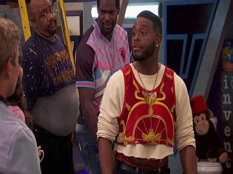Chica del metro - Game Shakers